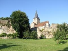 Château - Français:   Vue du verger sud-ouest de l\'ancien fossé et de l\'église du château de Frôlois.