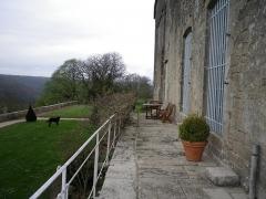 Château - Français:   Terrasse sud du château de Frôlois.