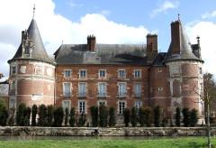 Château avec ses douves et ses communs - English: Longecourt-en-Plaine,  Burgundy, FRANCE