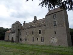 Château -  Marigny-le-Cahouët, Bourgogne, Côte-d'Or. La façade du château de Marigny-le-Cahouët.