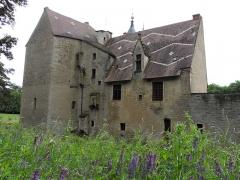 Château -  Marigny-le-Cahouët, Bourgogne, Côte-d'Or. Le château de Marigny-le-Cahouët: élément de la façade côté Est.