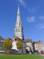 Eglise - English: Sight of Saint-Nicolas church bell tower, in Meursault, Côte-d'Or, France.