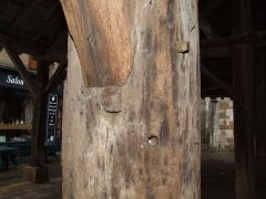 Halle aux grains - English: Nolay - Open Market Hall from the 14th Century chestnut wood beams with heavy limestone cover (800 kg / sq m). After over 600 years of use and influence of the weather perfectly preserved.