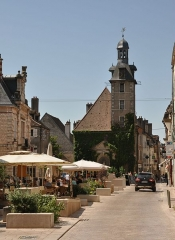 Beffroi - Deutsch: Innenstadt von Nuits-Saint-Georges mit dem Glockenturm