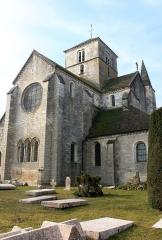 Eglise Saint-Symphorien - Église Saint-Symphorien de Nuits-Saint-Georges, Bourgogne, France. Le chevet plat est percé d'un triplet et d'une rose.