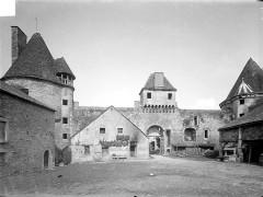 Château - Deutsch: Innenhof des Schlosses Posanges