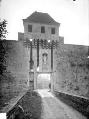 Château - Deutsch: Torbau des Schlosses Posanges