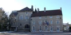 Château (restes) - Français:   Mairie de Saint-Apollinaire, Saint-Apollinaire, Côte-d\'Or, Bourgogne, FRANCE
