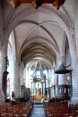 Eglise - Deutsch: St.-Jean-Baptiste, Mittelschiff zum Chor