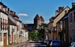 Château - Deutsch: Blick von der Joly-Brücke auf Semur-en-Auxois, Département Yonne, Region Burgund (heute Burgund-Franche-Comté), Frankreich