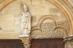 Eglise Saint-Germain d'Auxerre - Tympan du portail de l'église Saint-Germain-d'Auxerre de Vitteaux