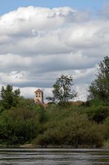 Eglise Saint-Laurent - Deutsch: Beard mit der Kirche, von der Loire her gesehen