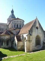 Eglise priorale Sainte-Croix - La Charité-sur-Loire: l'église prieurale Notre-Dame (style roman): le chevet