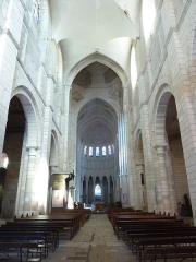 Eglise priorale Sainte-Croix - La Charité-sur-Loire: intérieur de l'église prieurale