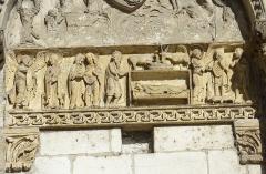 Eglise priorale Sainte-Croix - La Charité-sur-Loire: frise sculptée portail de l'église prieurale Notre-Dame