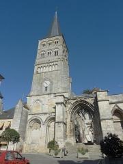 Eglise priorale Sainte-Croix - La Charité-sur-Loire: la façade de l'église prieurale Notre-Dame