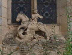 Eglise - Ciez (Nièvre, France) , statue de Saint Georges sur l'abside de   l'église.