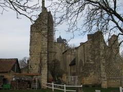 Prieuré de l'Epeau (restes) - Français:   L\'église ruinée du prieuré de l\'épeau, Nièvre, France.