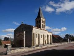 Eglise Saint-Julien - Français:   Église Saint-Julien de Mars-sur-Allier, Nièvre, France