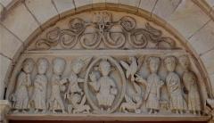 Eglise Saint-Julien - Français:   Église Saint-Julien de Mars-sur-Allier, Nièvre, France. Le tympan est une iconographie tirée de l\'Apocalypse de Jean.
