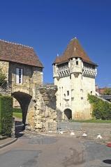 Immeuble dénommé Avant-Porte du Croux - Deutsch:   Nevers, Porte du Croix mit Barbacane