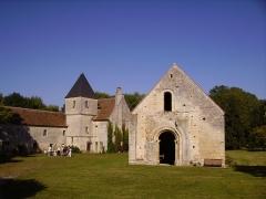 Commanderie de Villemoison - Français:   La commanderie templière de Villemoison.  Le logis du commandeur et des chevaliers (à gauche) et la chapelle de la Commanderie classée Monument historique en 1907 (à droite).