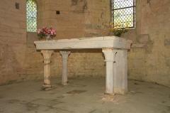 Commanderie de Villemoison - Français:   L\'autel de l\'ancienne chapelle.