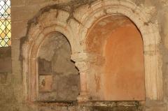 Commanderie de Villemoison - Français:   Deux niches dans le mur de l\'ancienne chapelle.