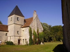 Commanderie de Villemoison - Français:   La commanderie templière de Villemoison.  Le logis du commandeur et des chevaliers.