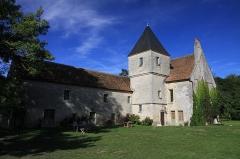 Commanderie de Villemoison - Français:   Le logis des chevaliers de la commanderie de Villemoison, la tour abrite un escalier.