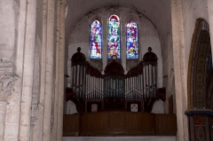 Eglise Saint-Pierre - English:  On the platform of the nave a large organ ... painted in trompe l'oeil.