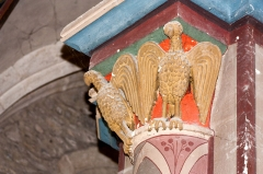 Eglise Saint-Pierre -  Facing birds, capital of the  XIIth c. reused on a column of the XIIIth c, repainted in a neo-Gothic style on the XIXth c.