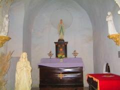 Eglise - Français:   Intérieur (droite du bâtiment, au fond) de l\'église Saint-Blaise-et-Saint-Véran de Saint-Vérain.