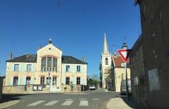Eglise Saint-Martin -  Mairie et église de Surgy