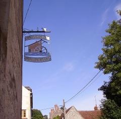 Moulin de Maupertuis - Français:   Enseigne du moulin de Maupertuis. Donzy, Nièvre, France.