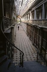 Passage de la Terrasse, entre la rue aux Cordiers et la rue de la Terrasse - English: Arcade in Autun, Passage Balthus/Passage de la Halle