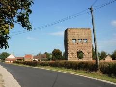 Temple de Janus - Deutsch: Janustempel in Autun (Frankreich, Region Burgund): die Ruine eines Turms der wahrscheinlich in der Anfangszeit Autuns (Augustodunum) im 1. Jahrhundert errichtet wurde und einer heute unbekannten Gottheit geweiht war. Ansicht von Süden.