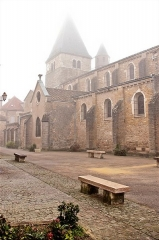 Eglise - English: Church Square, Buxy