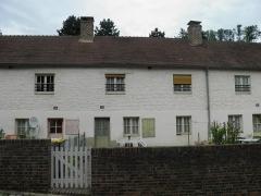 Cité ouvrière de la Combe des Mineurs -  Cité ouvrière de la Combe des Mineurs au Creusot (Saône-et-Loire). La cité comprenait à l\'origine 42 logements, tous avec un accès direct à la rue.