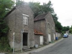 Cité ouvrière de la Combe des Mineurs -  Cité ouvrière de la Combe des Mineurs au Creusot (Saône-et-Loire). Vue des annexes des logements situés généralement en face de ceux-ci. Ils contenaient des abris de jardins, une réserve à charbon, voire la cuisine du logement.