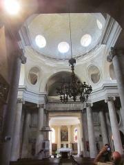 Eglise Saints-Pierre-et-Paul - Français:   dôme de la nef de l\'église de Givry elle-même entourée de colonnes ioniques