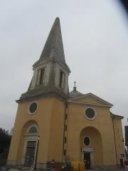 Eglise Saints-Pierre-et-Paul - Français:   la façade de l\'église de Givry avec son clocher en forme d\'obélisque