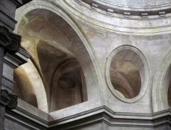 Eglise Saints-Pierre-et-Paul - Français:   Oculi en pied de coupole de l\'église de Givry