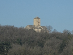 Eglise Saint-Martin - English: Church of Saint-Martin of Laives (Saône-et-Loire, France) at the top of a hill in the valley of the Saône river. In winter.