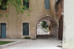 Couvent des Cordeliers  ou ancienne gendarmerie - Français:   Portail du couvent des Cordeliers de Mâcon.