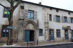 Couvent des Cordeliers  ou ancienne gendarmerie - Français:   Entrée du couvent des Cordeliers de Mâcon.