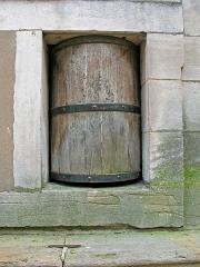 Hospice de la Charité - Hospice de la Charité (1752-1761).  Fondé par Saint-Vincent de Paul en 1621 et reconstruit par Soufflot au 18ème siècle. Les nouveaux-nés abandonnés étaient placés dans le tambour en bois.  Founded by Saint-Vincent de Paul in 1621, rebuilt by Soufflot in the 18th century.  Abandoned newborns were placed in a wooden hatch to the right of the entrance.