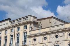 Hôtel de ville - Français:   Haut de la façade de l\'hôtel de ville de Mâcon.