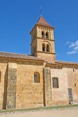 Eglise Saint-Pierre Saint-Paul - Deutsch: Sts-Pierre-et-Paul de Montceaux l'Étoile, Vorjoch mit Turm