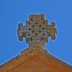 Eglise Saint-Pierre Saint-Paul - Deutsch: Sts-Pierre-et-Paul de Montceaux-l'Étoile, Giebelkreuz